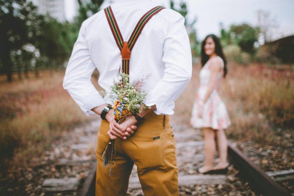 Květiny na první rande patří